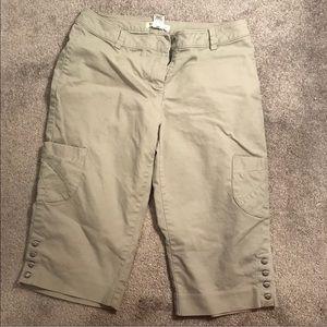 White House black Market Petal Pusher Shorts SZ 8